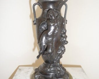 Art Nouveau ''fonte d'art'' (spelter) urn with angel and flowers signed ''Morey'' – circa 1895