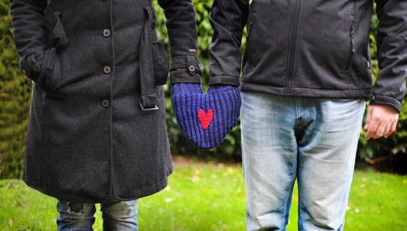 Valentines glove, Blue mitten for him and her, Couples mitten, Romantic gift, Gift for the couple, Anniversary gift, Heart smitten glove