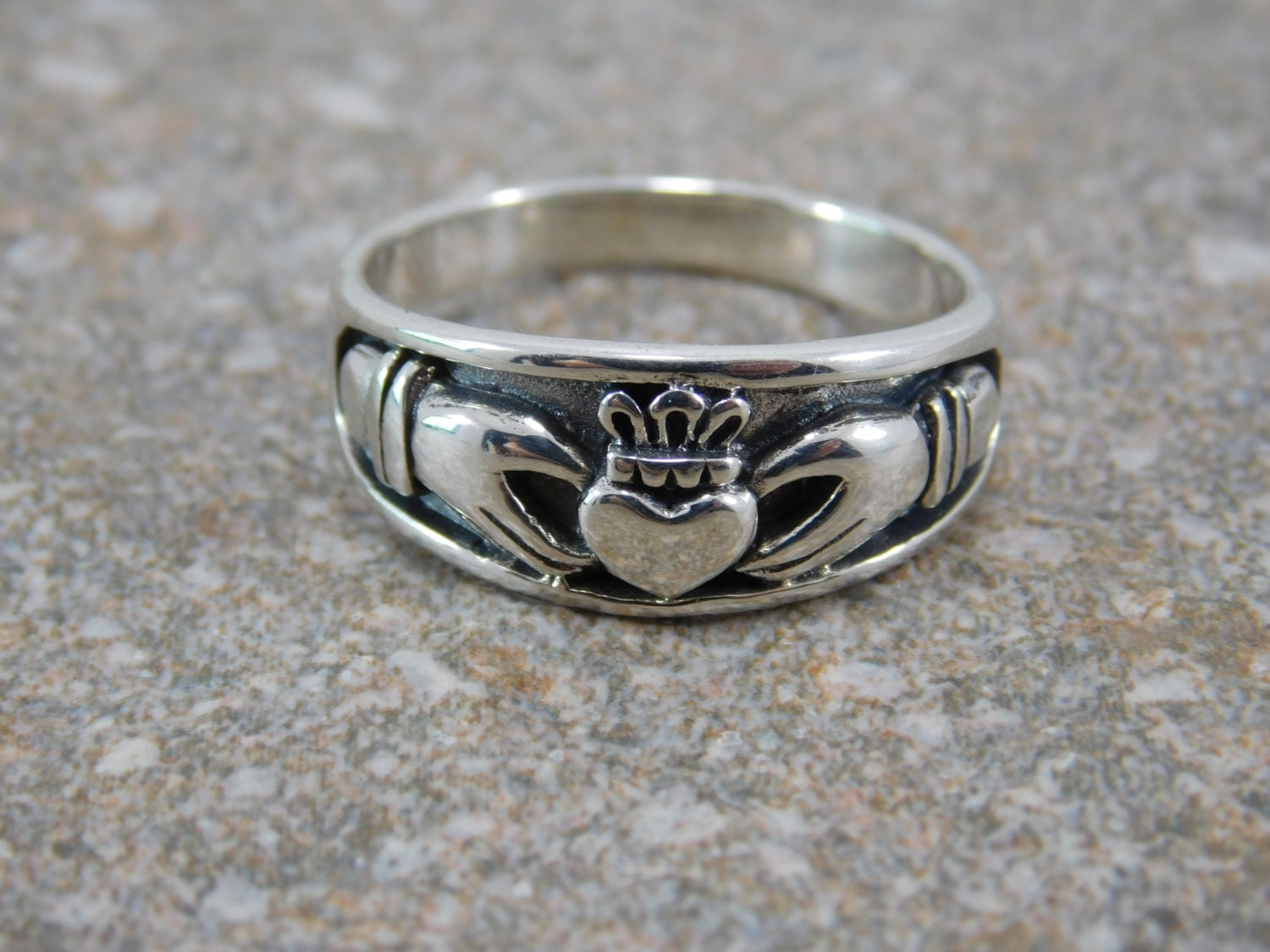 mens claddagh ring free engraving mens heavy sterling silver. Black Bedroom Furniture Sets. Home Design Ideas