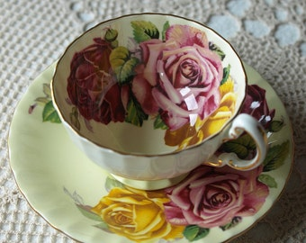 Aynsley, Three Roses,cabbage roses, tea cup and saucer, light green, 1930s