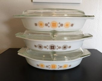 Vintage Pyrex Town and Country 1.5 Qt Divided Casserole (FREE SHIPPING)