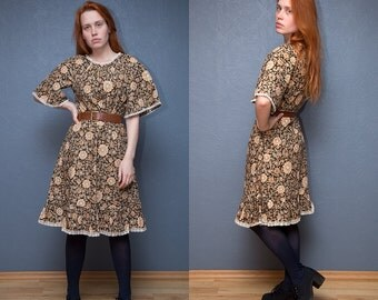 Vintage flowery summer dress with lace trim / Holiday dress / Size S-M