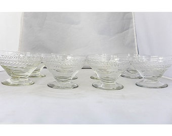 SALE! Vintage Set of 8 Crystal Sherbet Glasses In Excellent Condition.