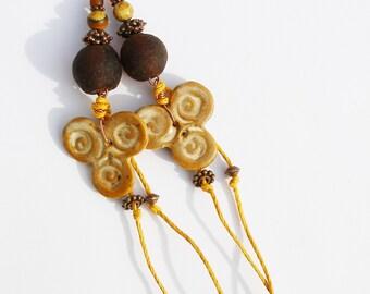 Boucles d'oreilles rustiques céramique artisanale triskel triskell jaspe gemmes primitif urbain tribal boho chic bohème cuivre brun ooak