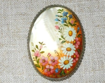 Vintage Russian floral brooch - shell