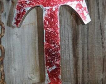 Medium vintage style 3D red letter T