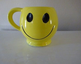 Vintage 1970's McCoy Smiling Happy Face Coffee Mug - FREE SHIPPING and Insurance