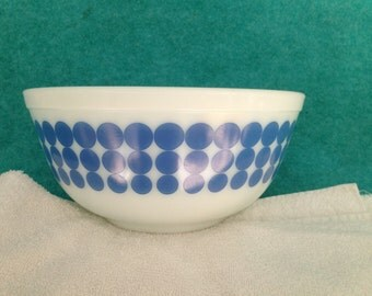 """Pyrex Glass Banded Dots Round Blue 8 3/4"""" #403 2 1/2 Quart Mixing Bowl"""