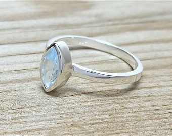 925 Sterling Silver Blue Topaz Ring Size 6