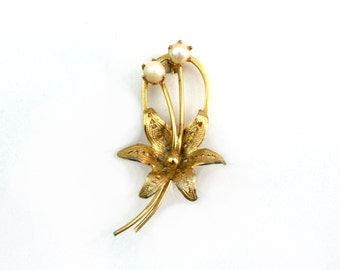 Vintage pearl brooch gold flower brooch pin