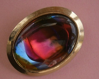 B748) A lovely vintage gold tone metal and rainbow art glass inlay oval brooch
