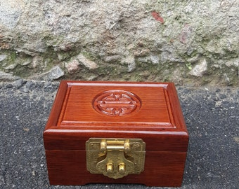1950's vintage Asian inspired wooden jewelry box