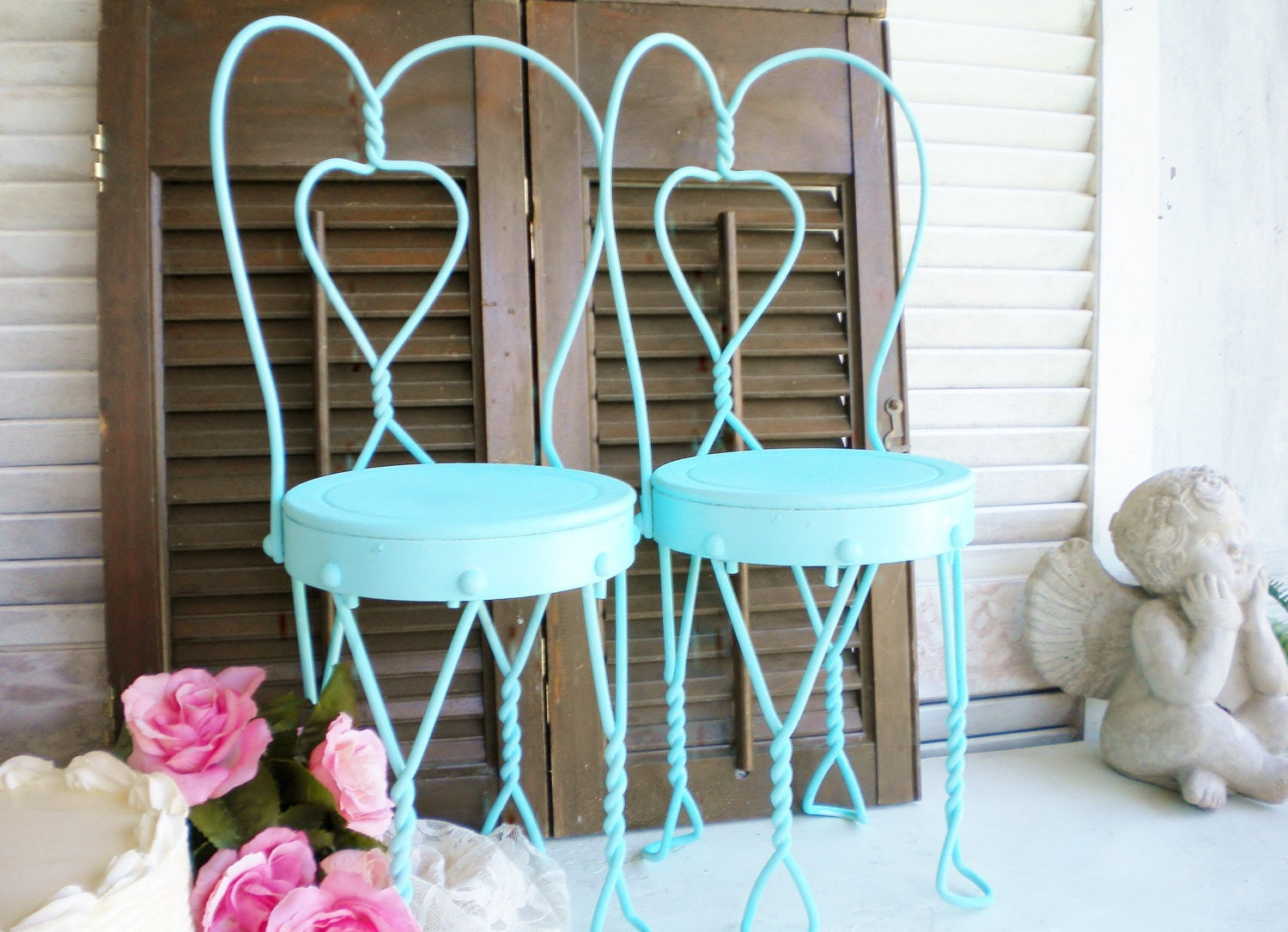 Shabby chic small metal ice cream chairs in aqua blue set of for Small cream chair