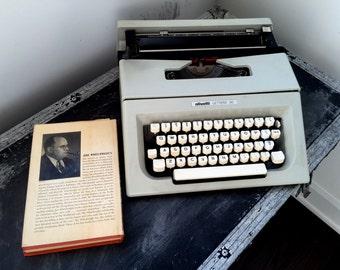 Vintage Retro OLIVETTI LETTERA 30 TYPEWRITER, Portable Olivetti Typewriter
