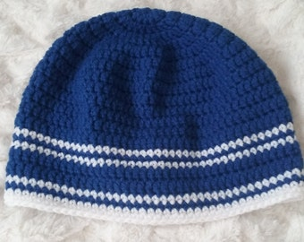 Men's beanie hat in blue and white