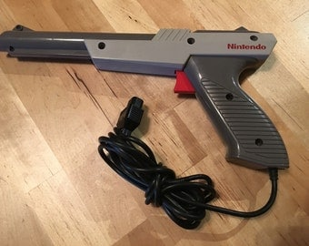 Vintage Nintendo Zapper Light Gun   NES   Cleaned and Tested   Video Game Console Controller