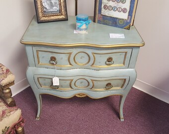Beautiful Vintage Accent Table