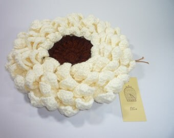 Cushion white flowers