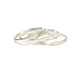 Set of 5 Silver solid rings hammered stacking - rings