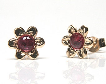 Solid 9ct Gold Ruby flower studs S1543