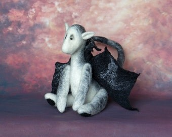 OOAK Dragon - 8 inches height - needle felted, artist made