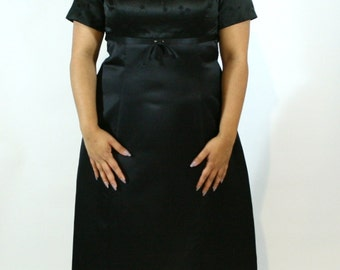 Plus Size Vintage Black Satin Floor Length Gown
