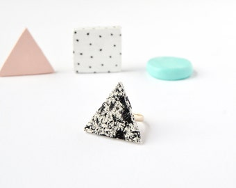 Textured ceramic ring Speckled triangle clay ring Geometric modern trending jewellery Statement ring Minimalist jewelry