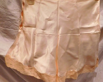 Vintage lingerie Tap Pants Ivory Satin and Lace 1940s - 1950s