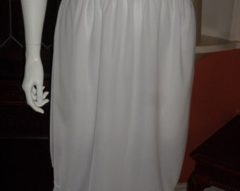 Plus Size White Lace Trim Half Slip Size 28/30