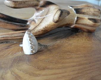Shell ring with SWAROVSKI stones