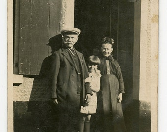 Little girl with her grandparents - original vintage photo - grandparents in traditional costume- girl with bobbed hair, 20s dress