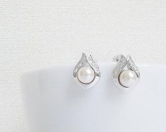 Silver - Pearl Earrings