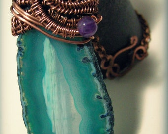 15% OFF! Elegant pendant in copper with slice of green agate and amethist pearls