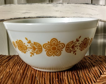Vintage Pyrex; Butterfly Gold; 1 1/2 Quart Mixing Bowl