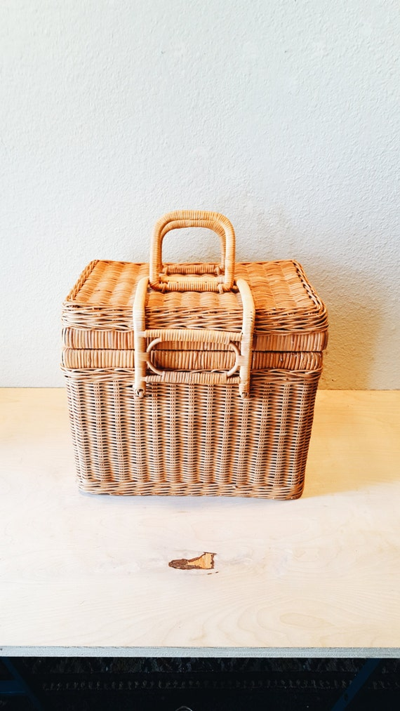 Woven Basket With Hinged Lid : Woven wicker picnic basket with hinged lid handles bamboo