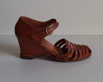 90's woven bohemian huarache heals// Italian caramel brown leather sandals// Women's size 7 M