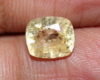 2.3 carats 100% Natural yellow Sapphire Faceted gemstone - Gem for an engagement Ring