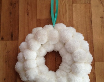 White Pompom Wreath,  White Pompom Wall Art, Pompom Wall Hanging, Alternative Christmas Wreath,  Wool Pom Pom Christmas Wreath