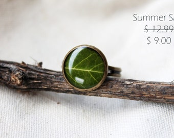Summer SALE - Leaf ring - Green ring - Green leaf ring - Spring jewelry - Nature - Nature lover gift - Resin- handmade jewelry, gift for her
