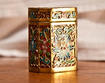 Small box adorned with floral