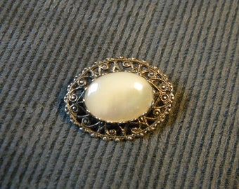 Metal Brooch with white stone/mother of pearl setting