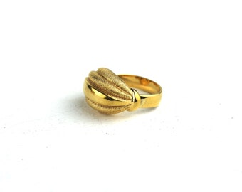 Vintage MONET Gold Plated Textured Metal Dome Ring Size 7 1/4