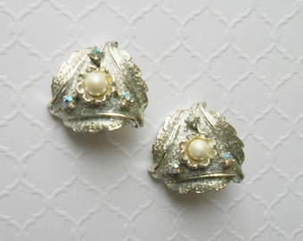 Vintage Judy Lee Signed Faux Pearl AB Aurora Borealis Rhinestone Silvertone Feather Clip Earrings