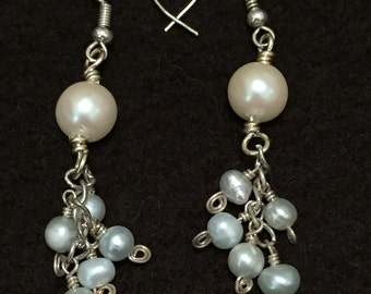 Cream Blue Pearl Earrings / Pearl Earrings / Bridal Jewelry / Wedding / Women's Gift Ideas / Dangle Earring / Pearl / Bridal Earrings / Blue