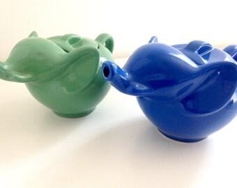 The trademark ELEPHANT TEAPOT original vintage green or blue