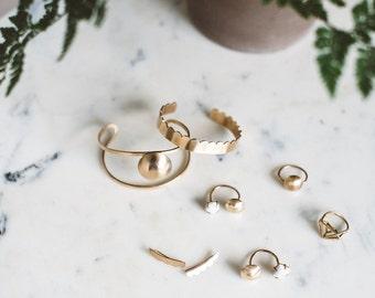 Dentelle  //  Scallop Brass Bangle