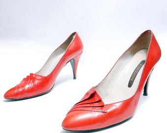 Size 8 1/2// Vintage 80s Red Leather Pumps//  Modigliani Red Pumps// 111