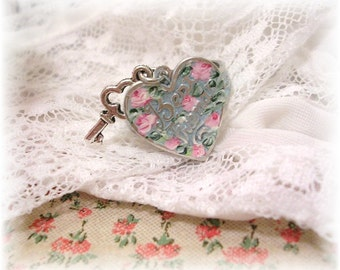 Vintage Style Best Friends Heart Charm Ring Hand Painted Roses Pink Blue Patina Silver Floral Etched Adjustable Ring Shabby Chic Flower