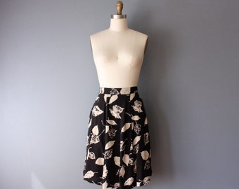 vintage 90s mini skirt / black leaf pattern skirt / mini panel skirt