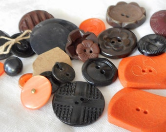 Lot of 22 VINTAGE Orange & Black Brown Plastic Halloween BUTTONS OB2